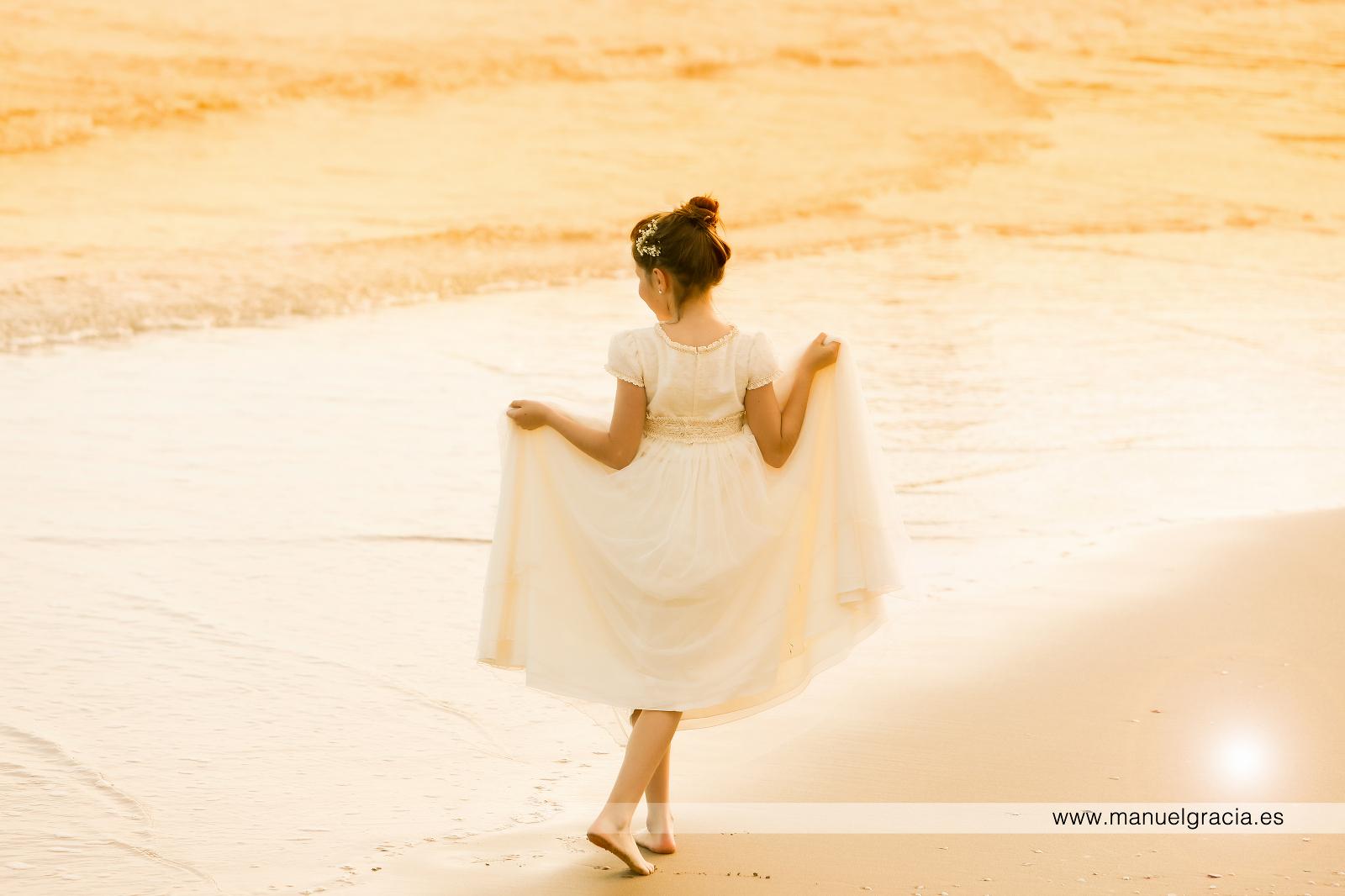 foto comunión sitges en la playa